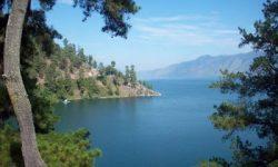 Legenda Sepasang Batu di Tepi Danau Laut Tawar